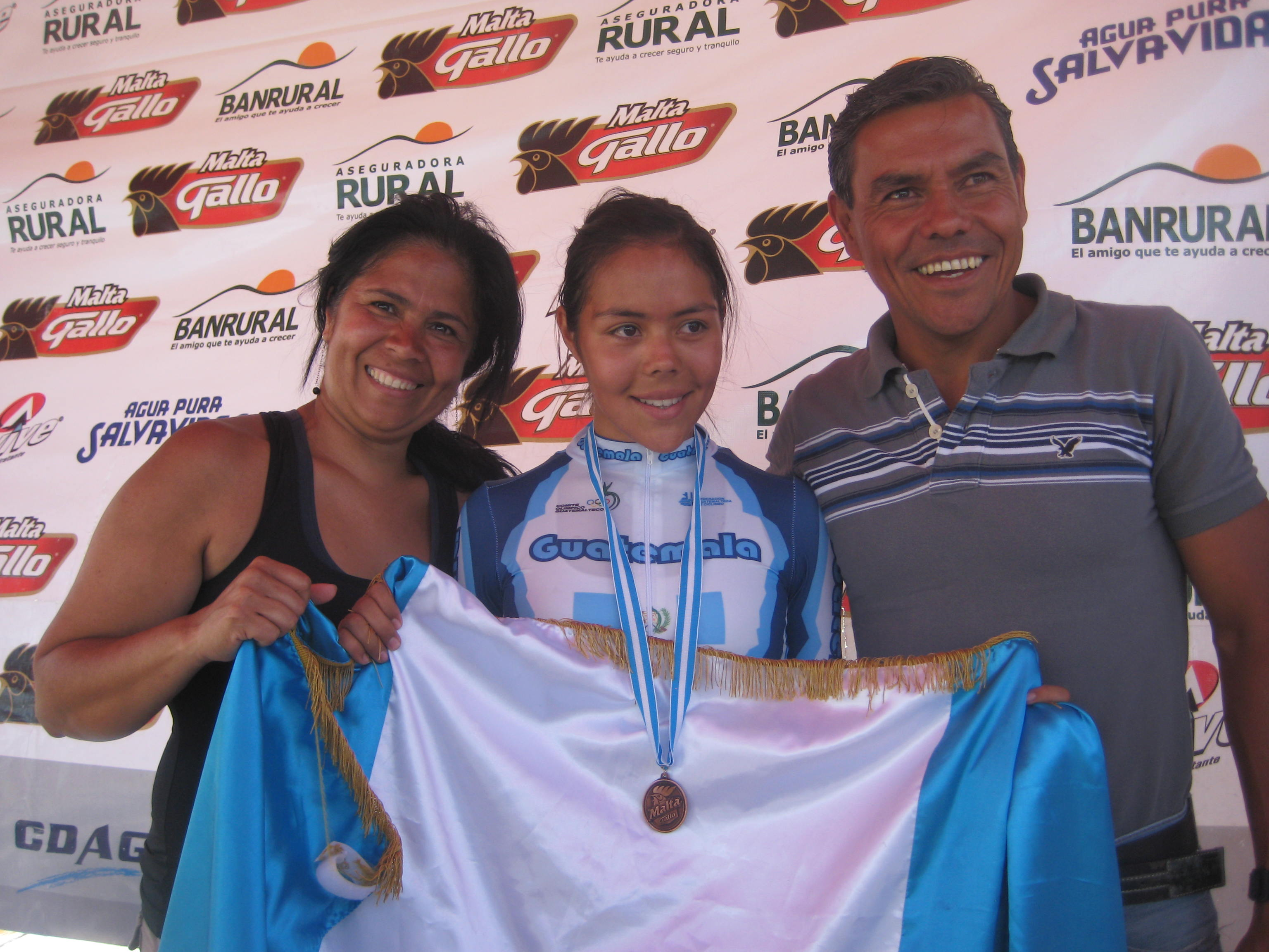 Lucky de Guillén, Paula Guillén y Sergio Guillén
