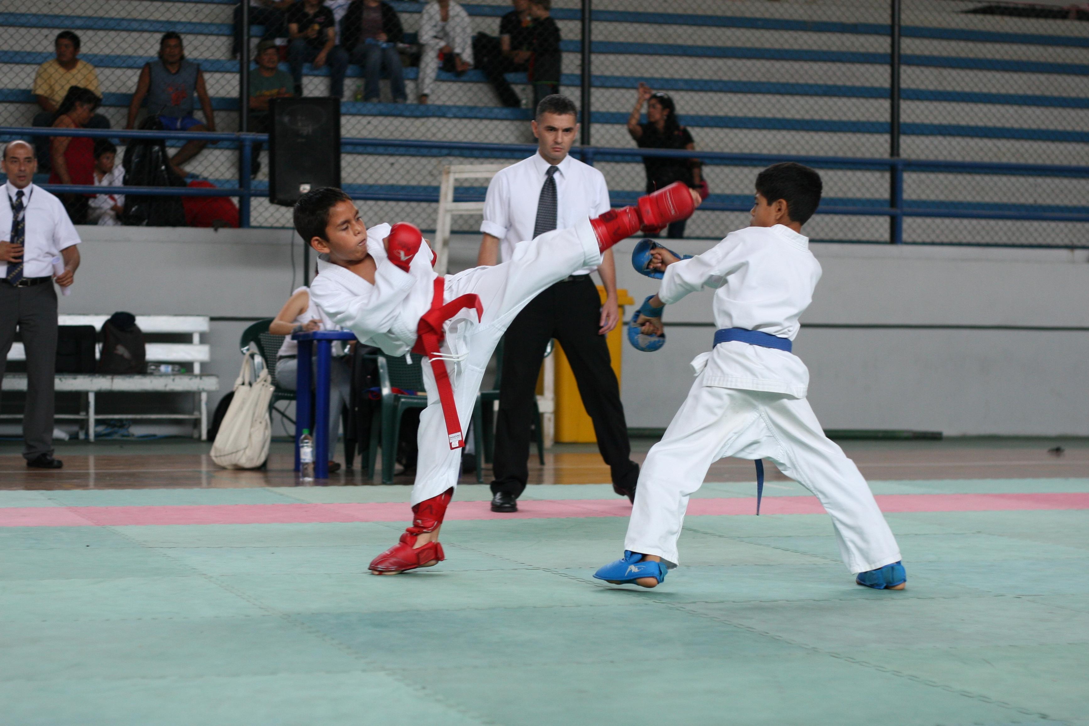 Escolares clasifican en karate al Codicader sub 15