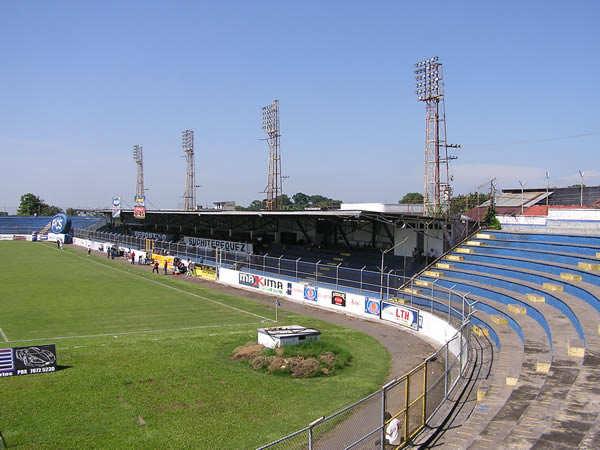 Estadio Carlos Salazar en trabajos a contrarreloj