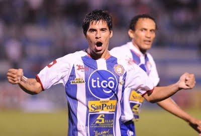 Paolo Suárez se pone la camisola crema en 2013