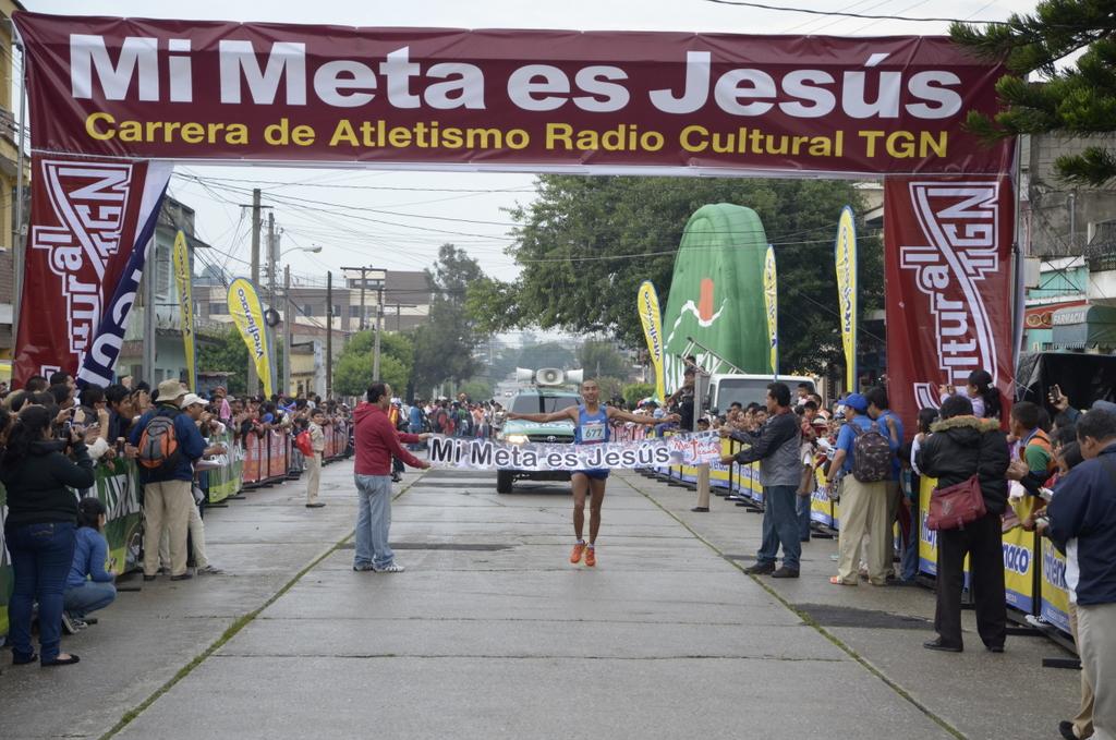 Amado García y Merlín Chali dominan carrera