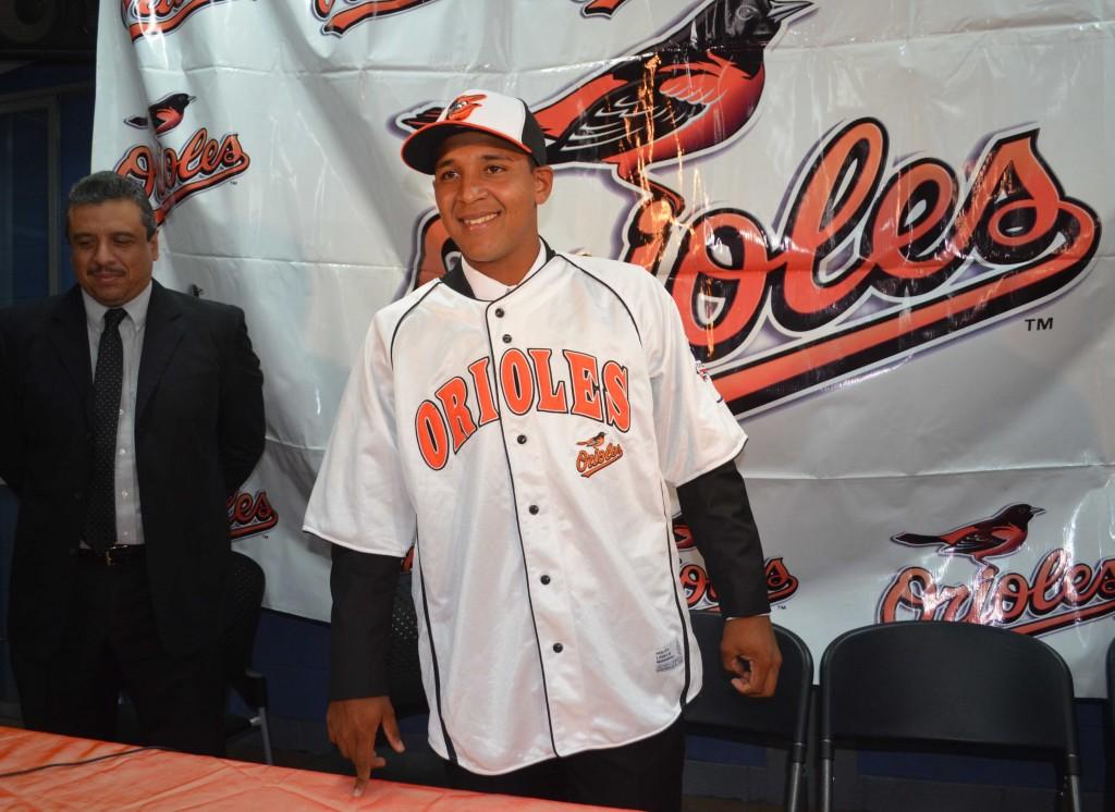 Fabián Vizcaíno firma con los Orioles