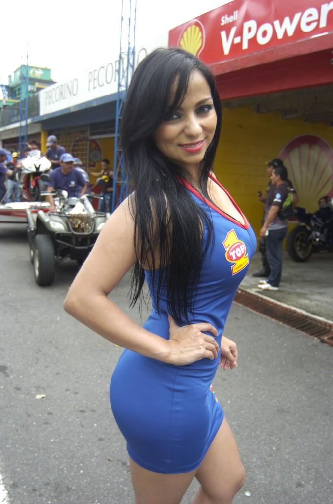 (((FOTOS))) Los Más Vistos Del Año: Las curvas de Jackie Díaz