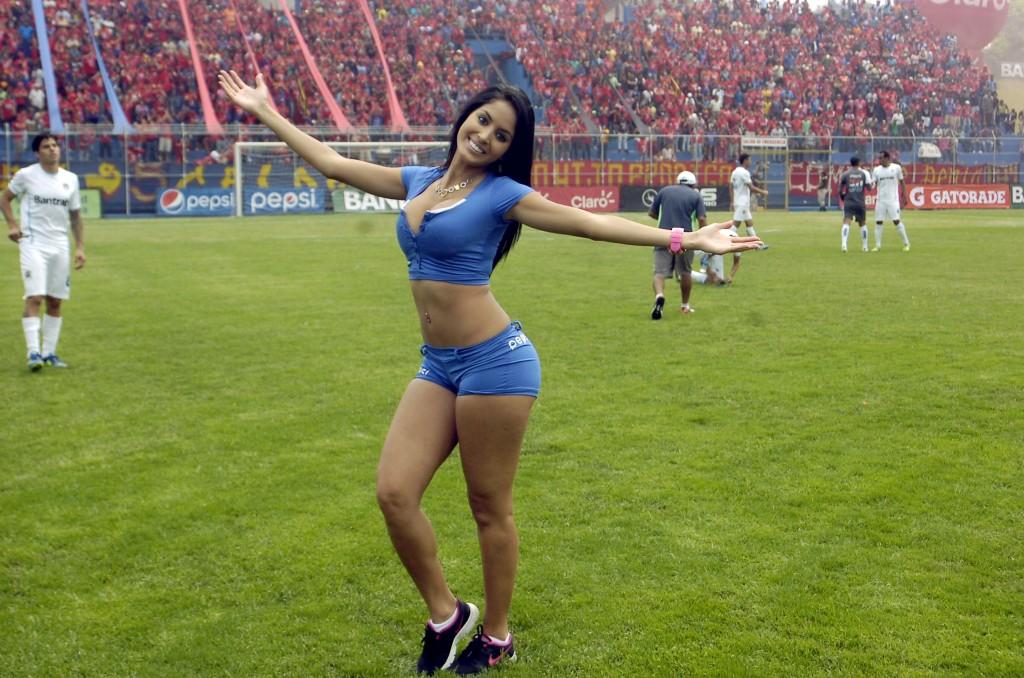 (((FOTOS))) Un nuevo Clásico, Astrid irá al estadio