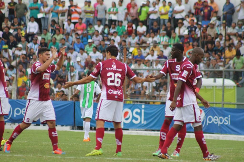 Rafael Morales deja de ser jugador morado
