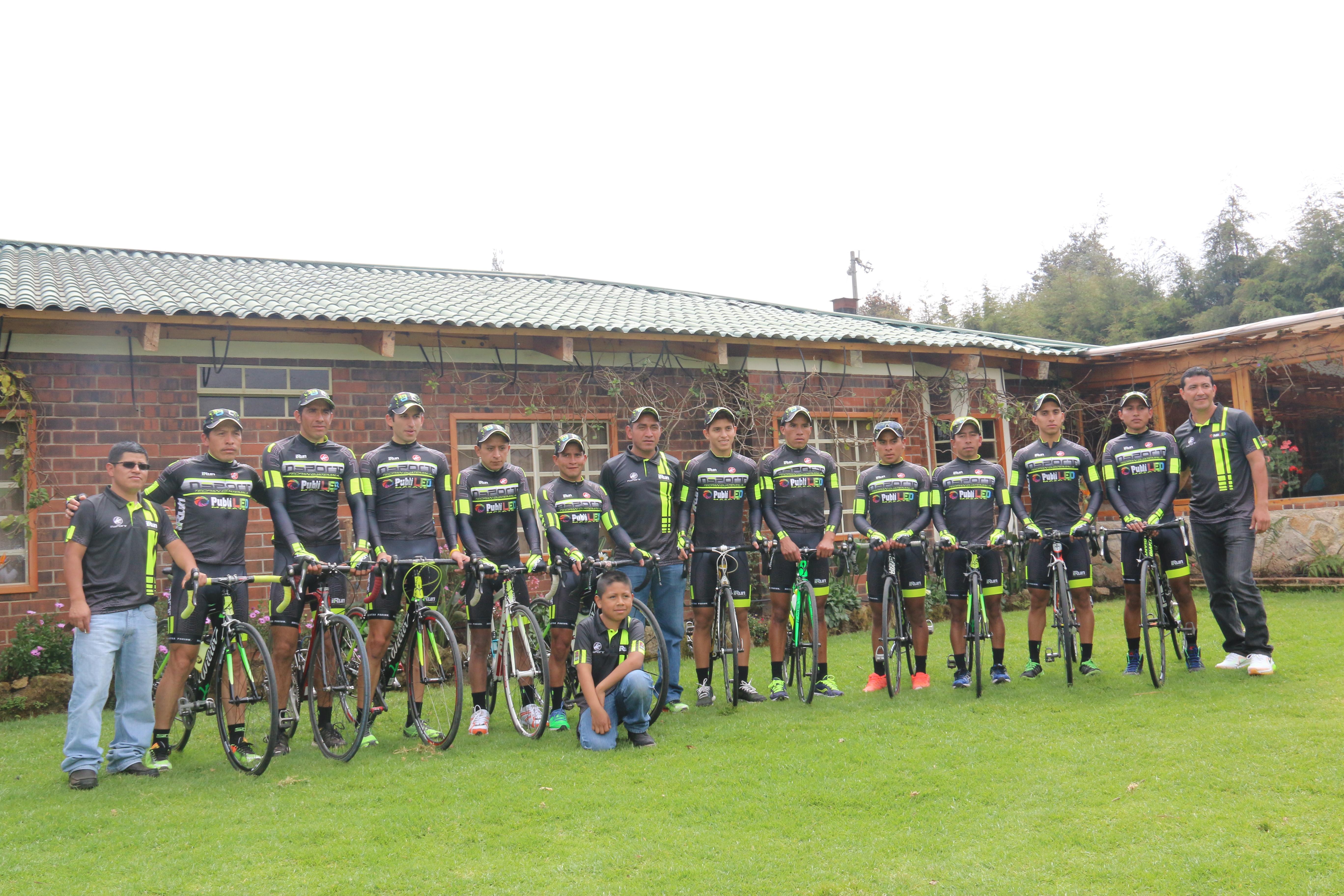 Nino Sport presenta a su equipo de ciclismo