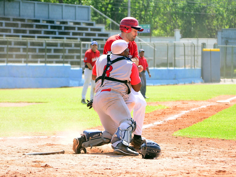 El béisbol nacional vuelve a la acción