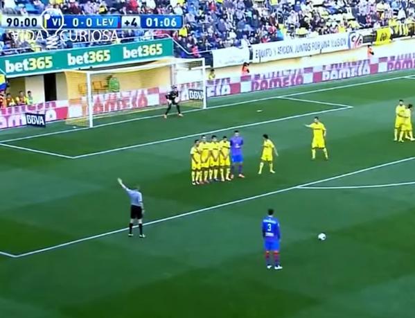 (((VIDEO))) Un tiro libre doble del Levante contra el Villarreal, pónganse de acuerdo