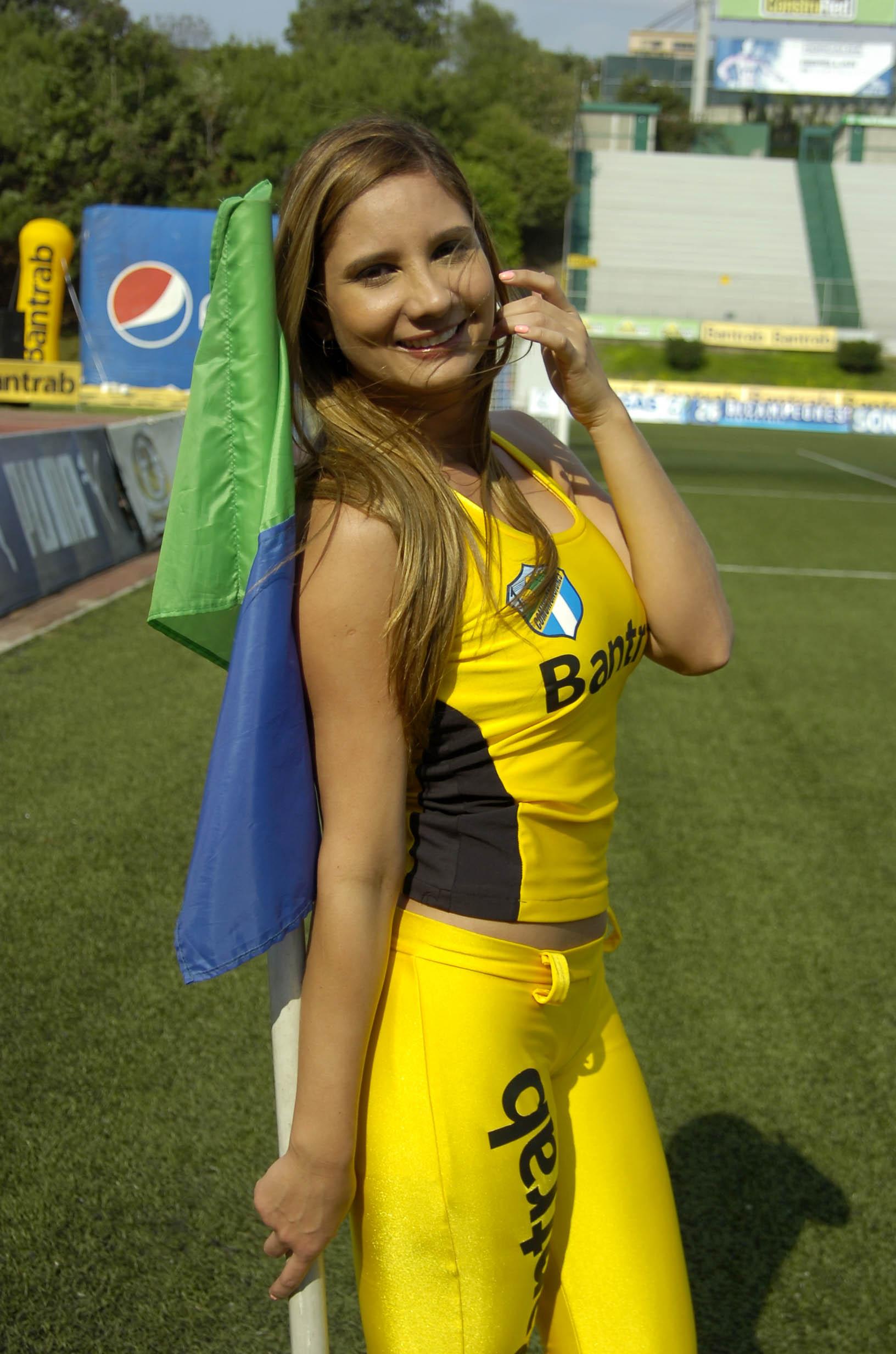 Paola Sacoto de Colombia 2197