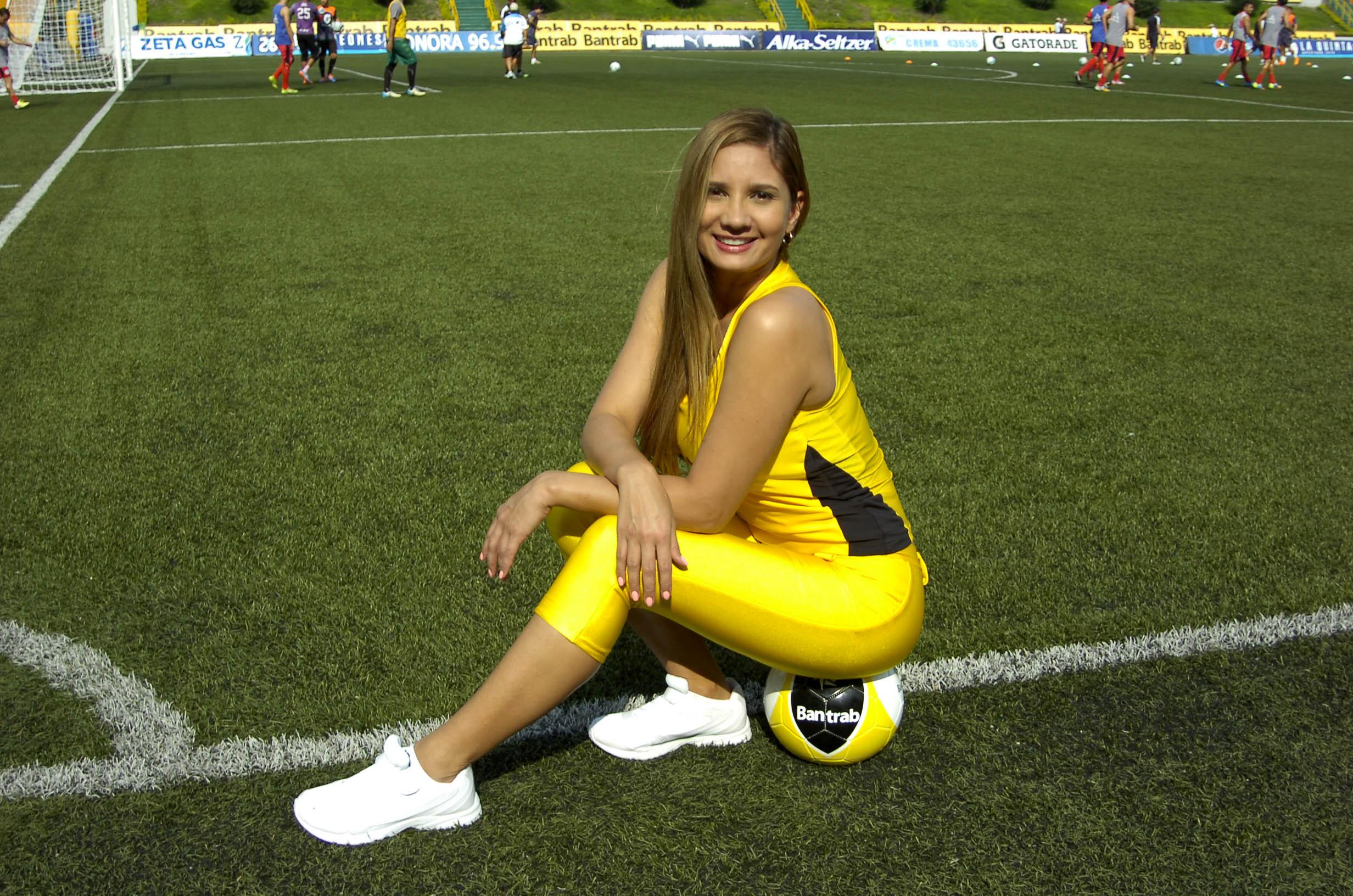 Paola Sacoto de Colombia 2203