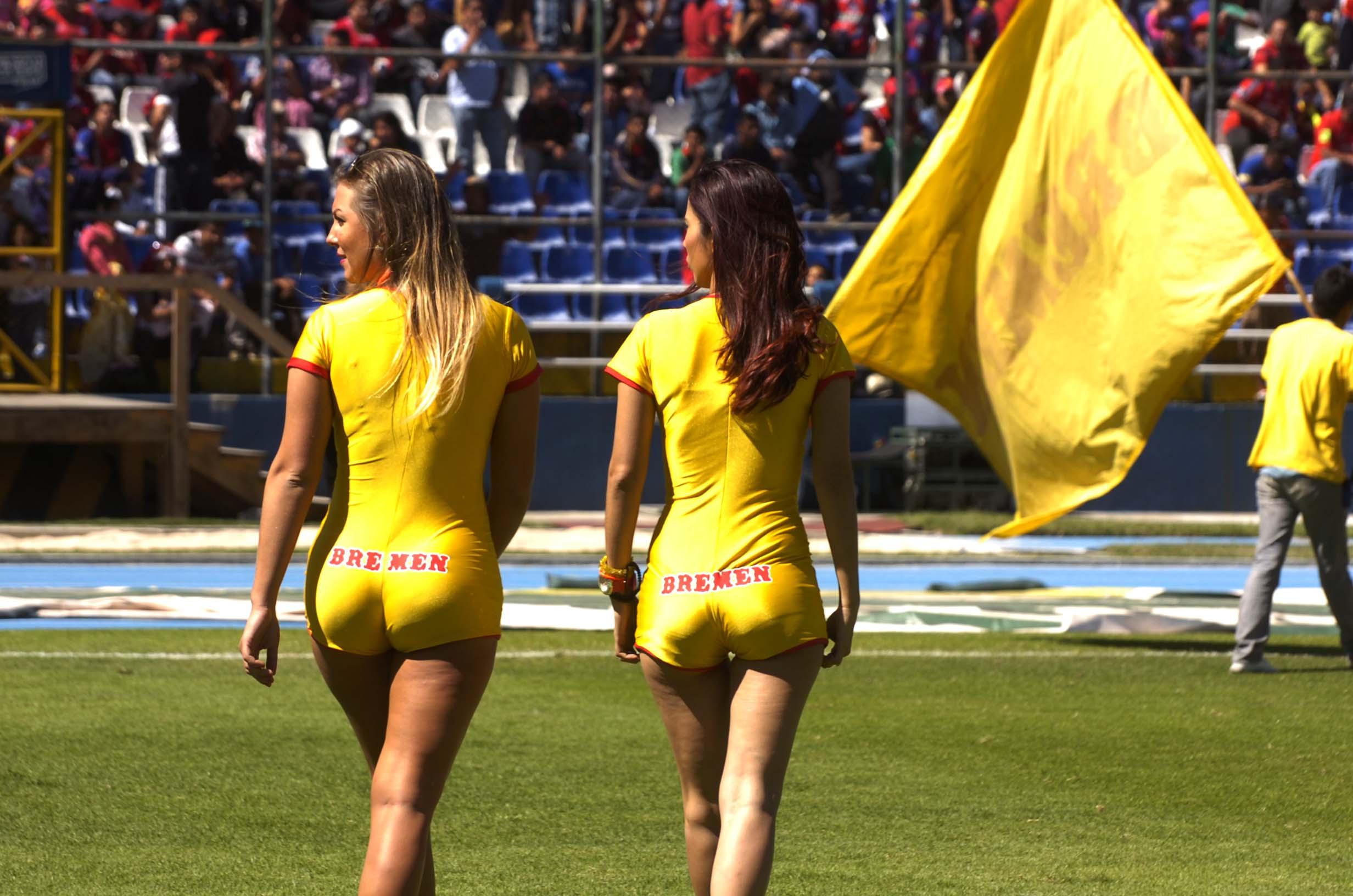 (((FOTOS))) Jueves de chicas en amarillo