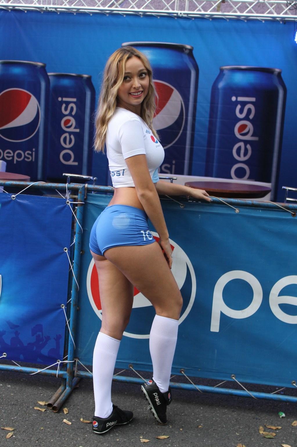 (((FOTOS))) Chicas de azul y blanco en el estadio