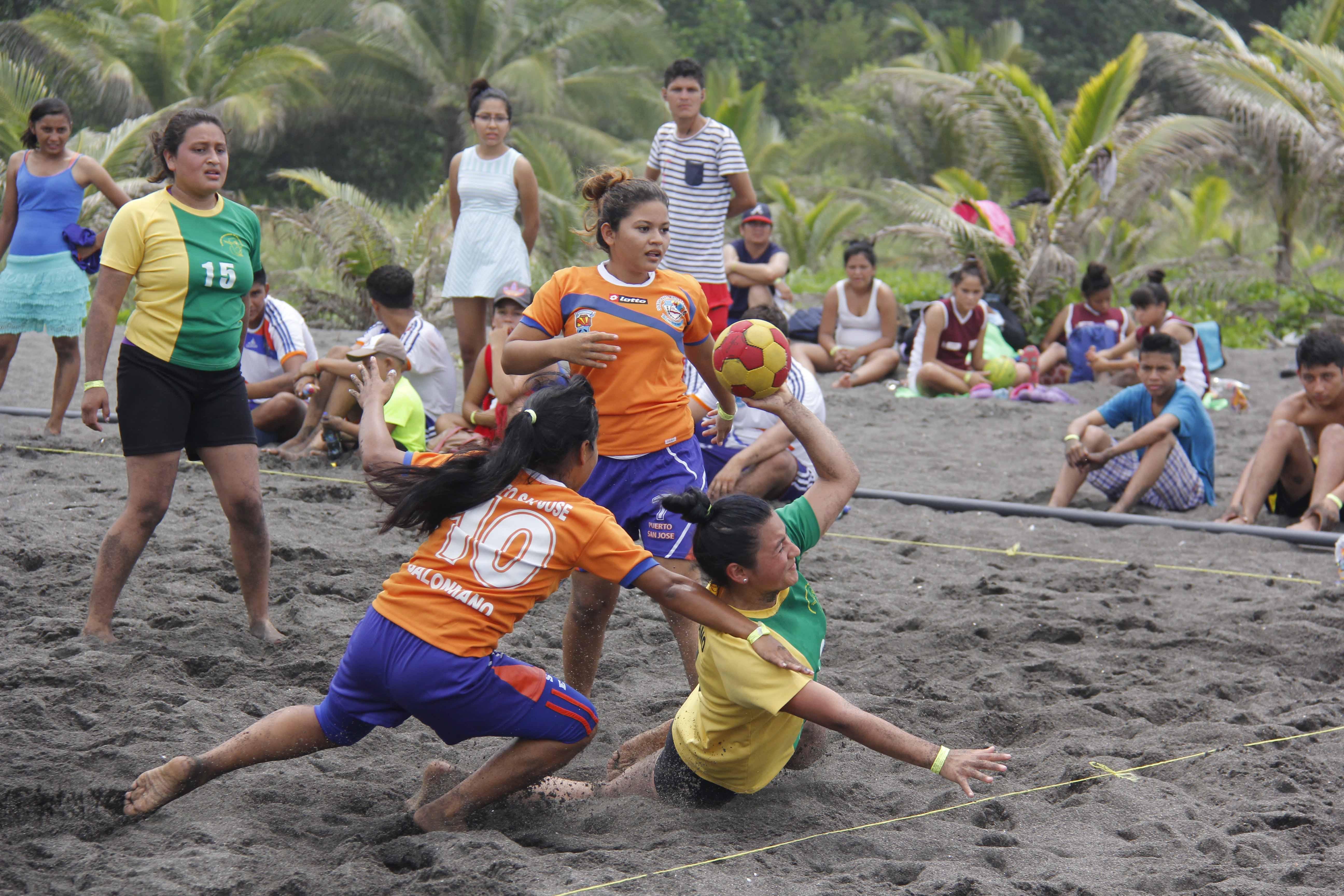 Concluye festival de deportes de playa