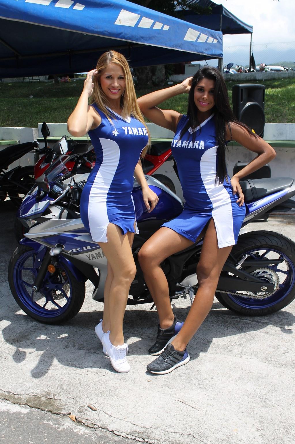 (((FOTOS))) Curvas y motocicletas