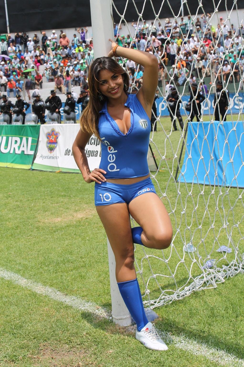 (((FOTOS))) Angelica Romero y la previa del Clásico