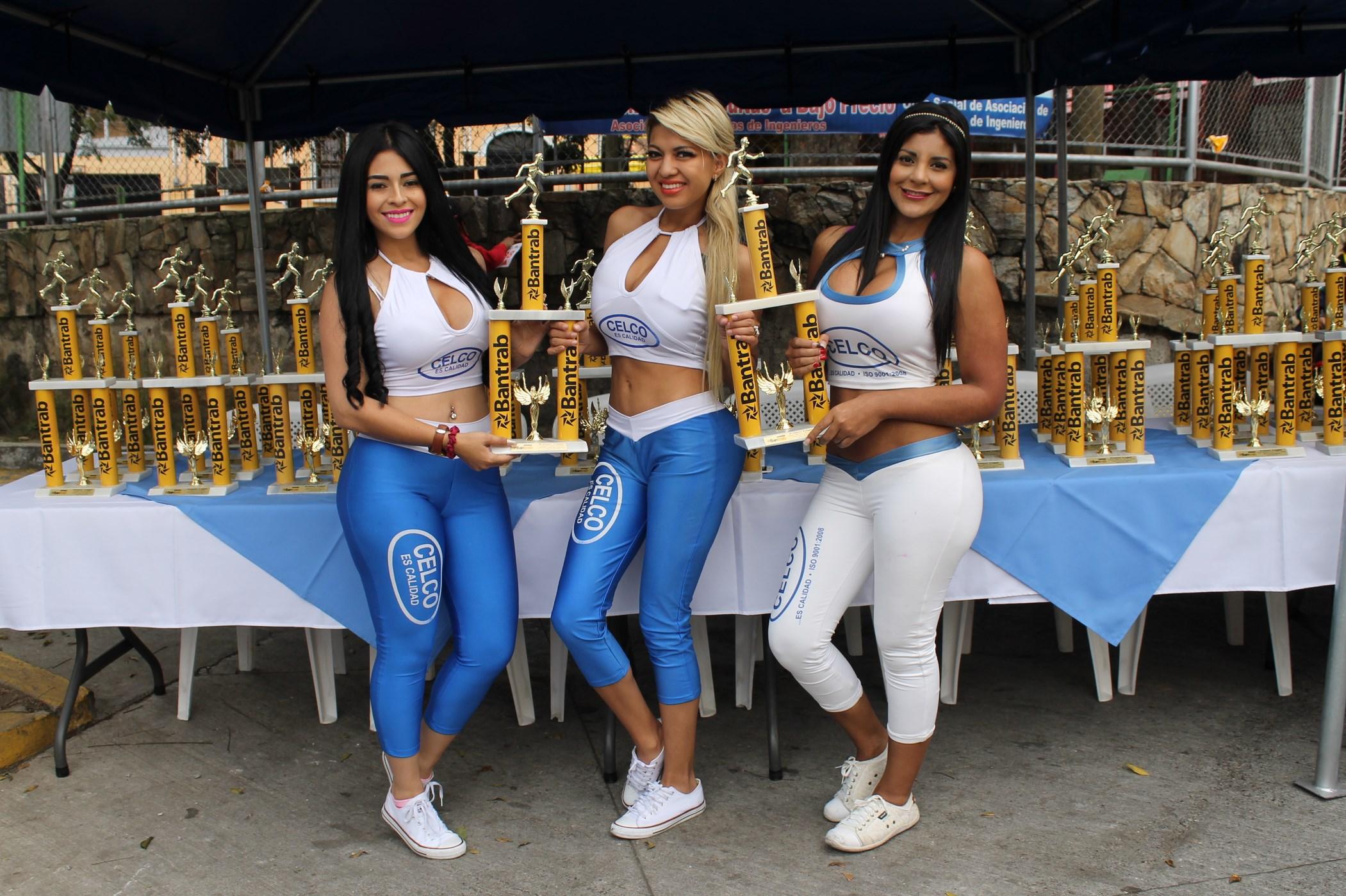 (((FOTOS))) Las chicas que fueron a la Carrera del Ingeniero