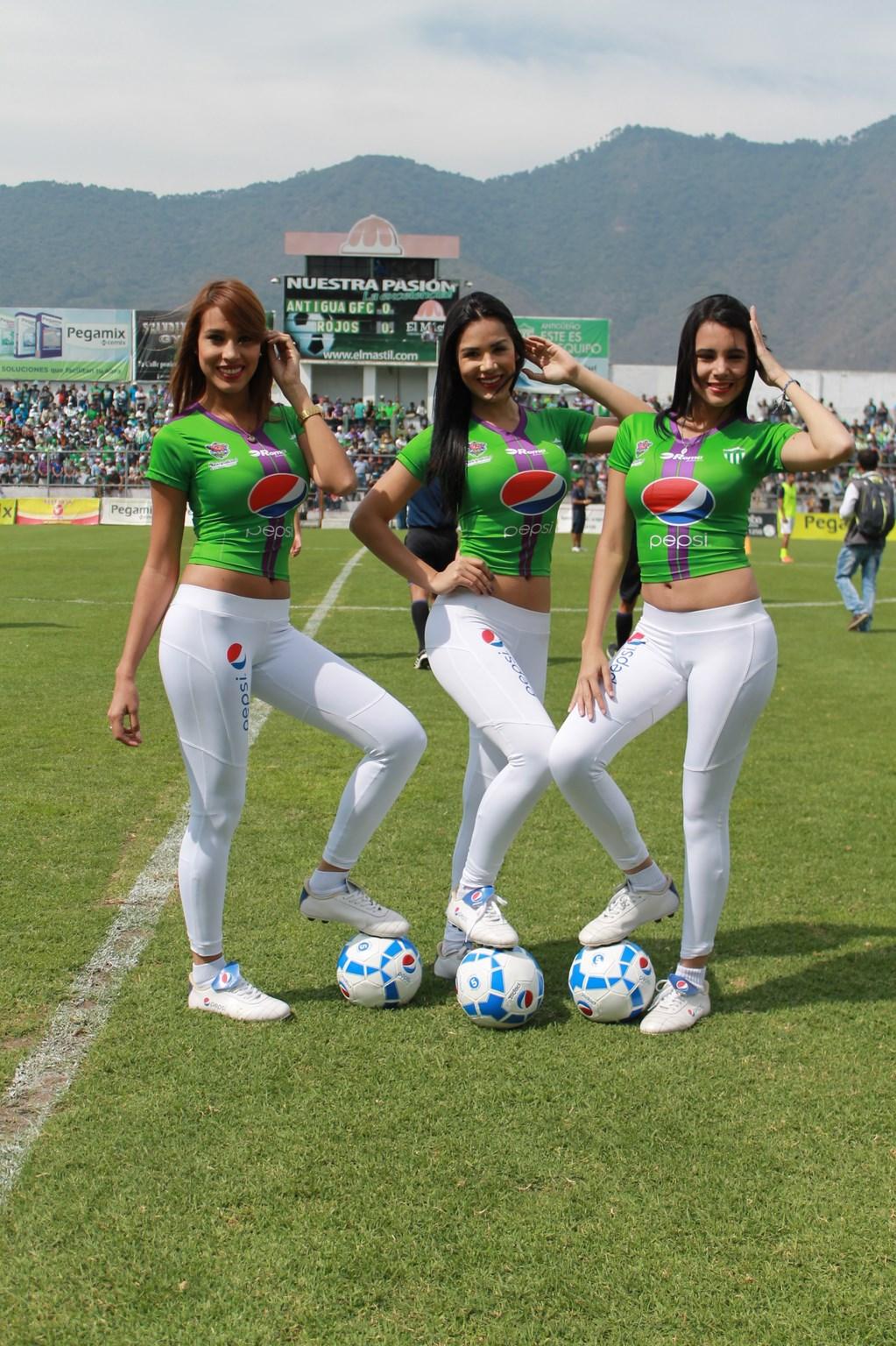 (((FOTOS))) La previa del Clásico de España, las chicas verán el juego