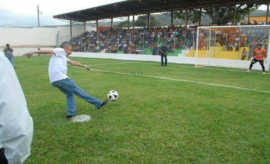 (((VIDEO))) Emular el gol de Wanderley Ruiz no es tan fácil como parece