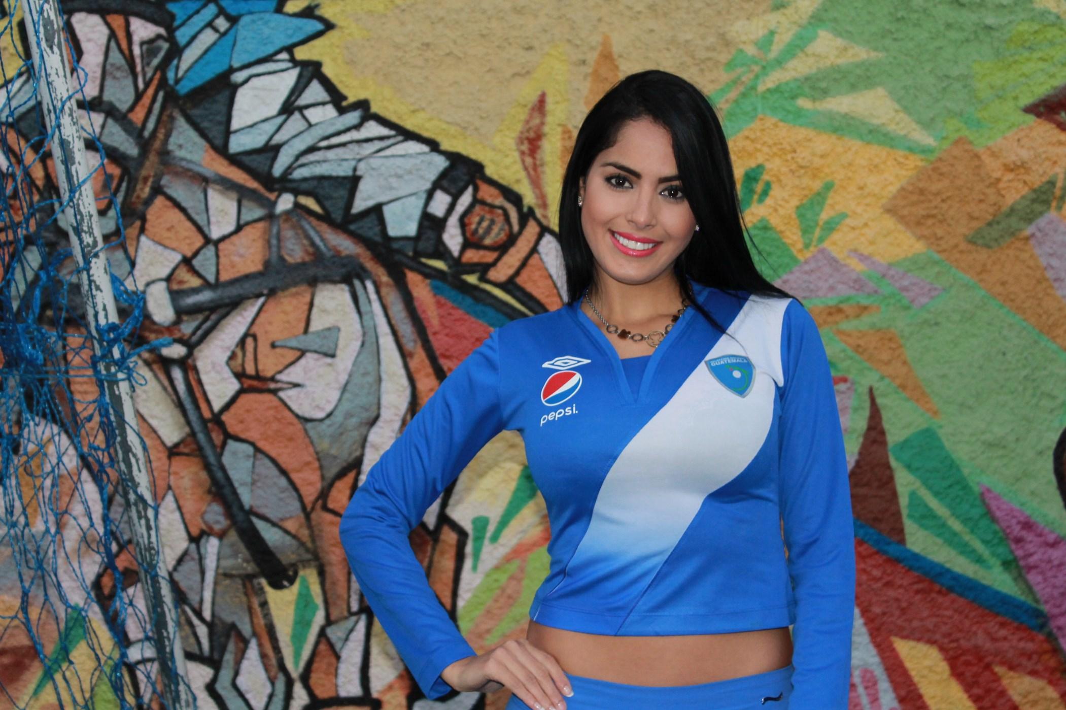Selección lista para partir al Mundial 2016, Astrid los apoya