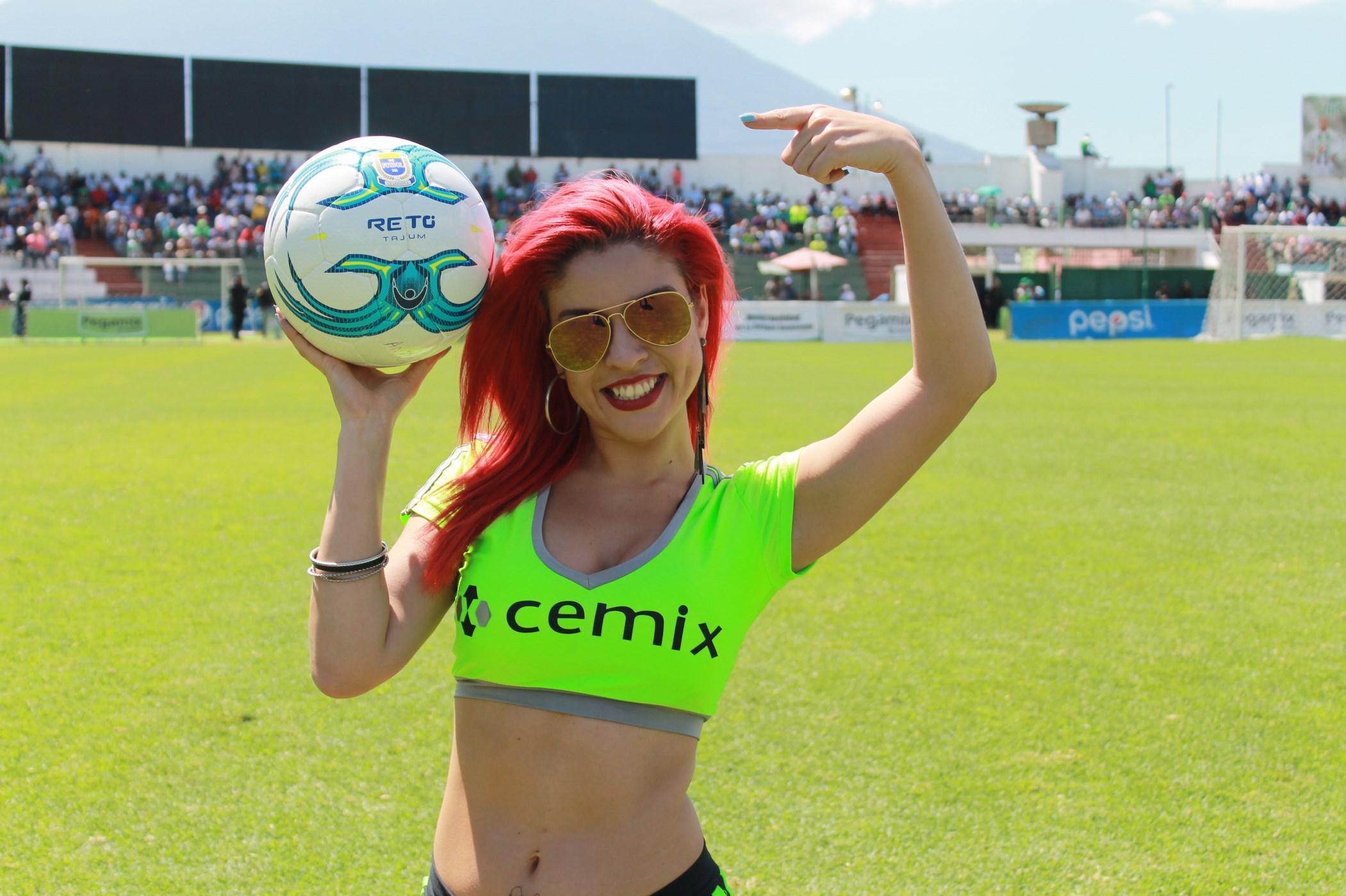 Dina Boiton (10)