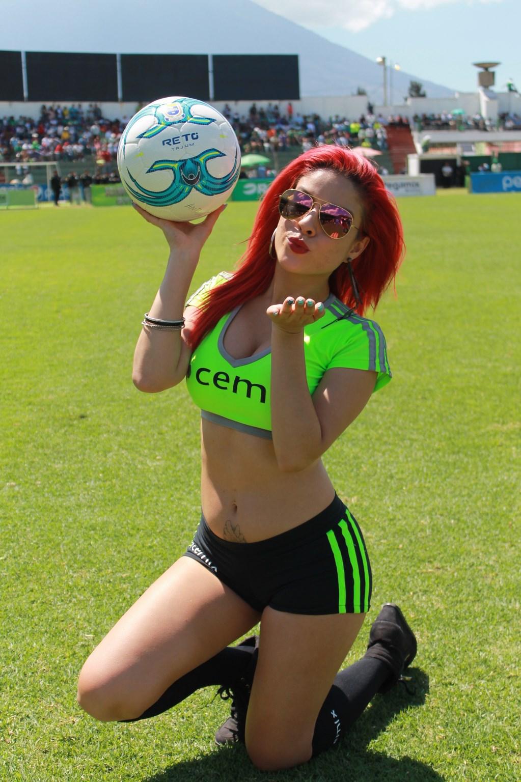 Dina Boiton (12)