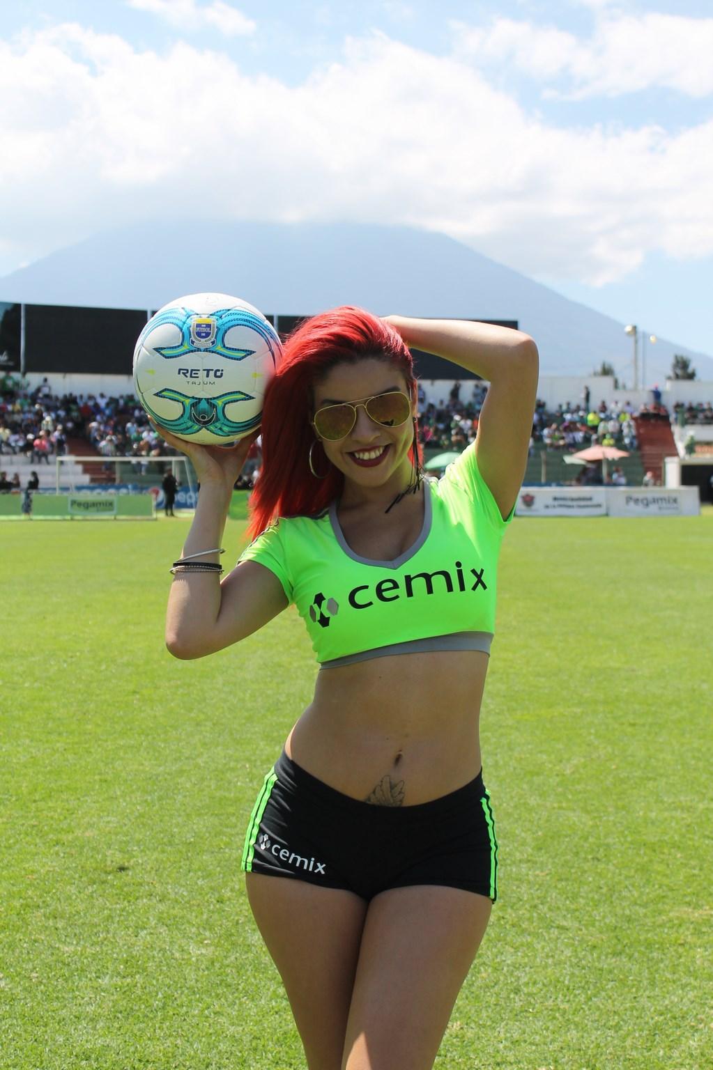 Dina Boiton (2)