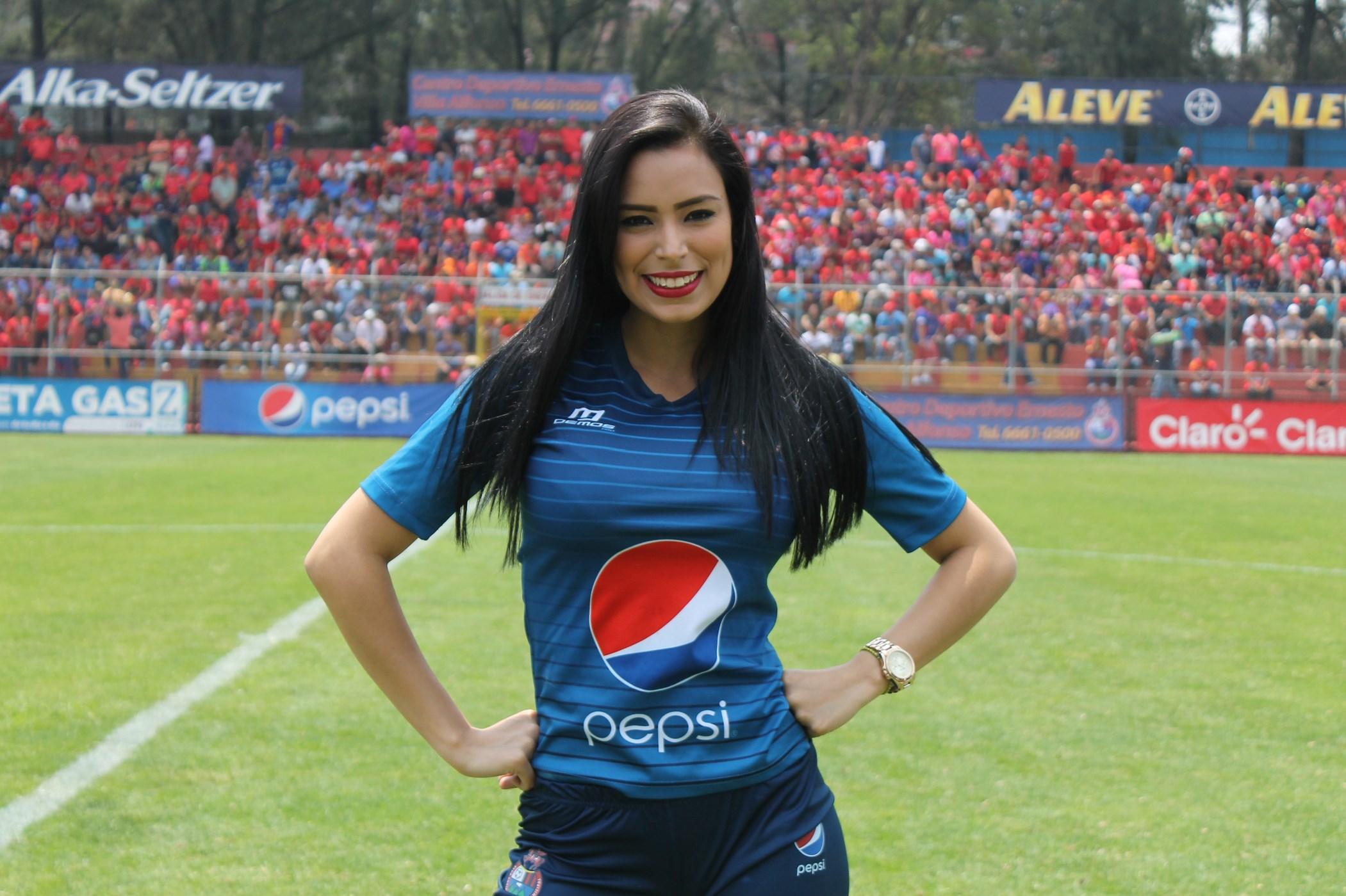 (((FOTOS))) Cremas esperan a Chivos, Ana invita a ver el juego