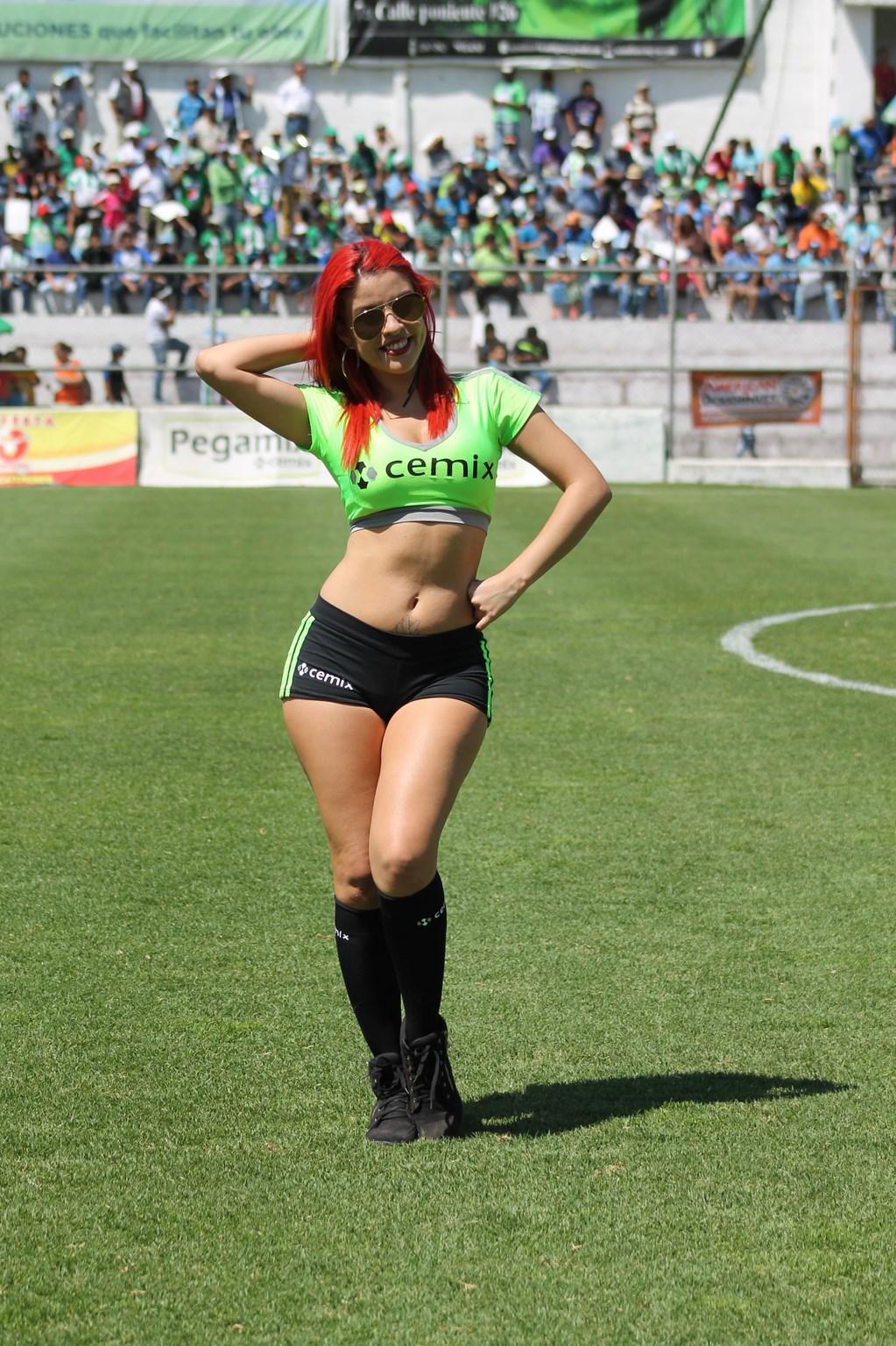 Dina Boiton (23)