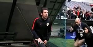 (((VIDEO))) El Ritual de Diego Simeone al pisar el Césped del Allianz Arena