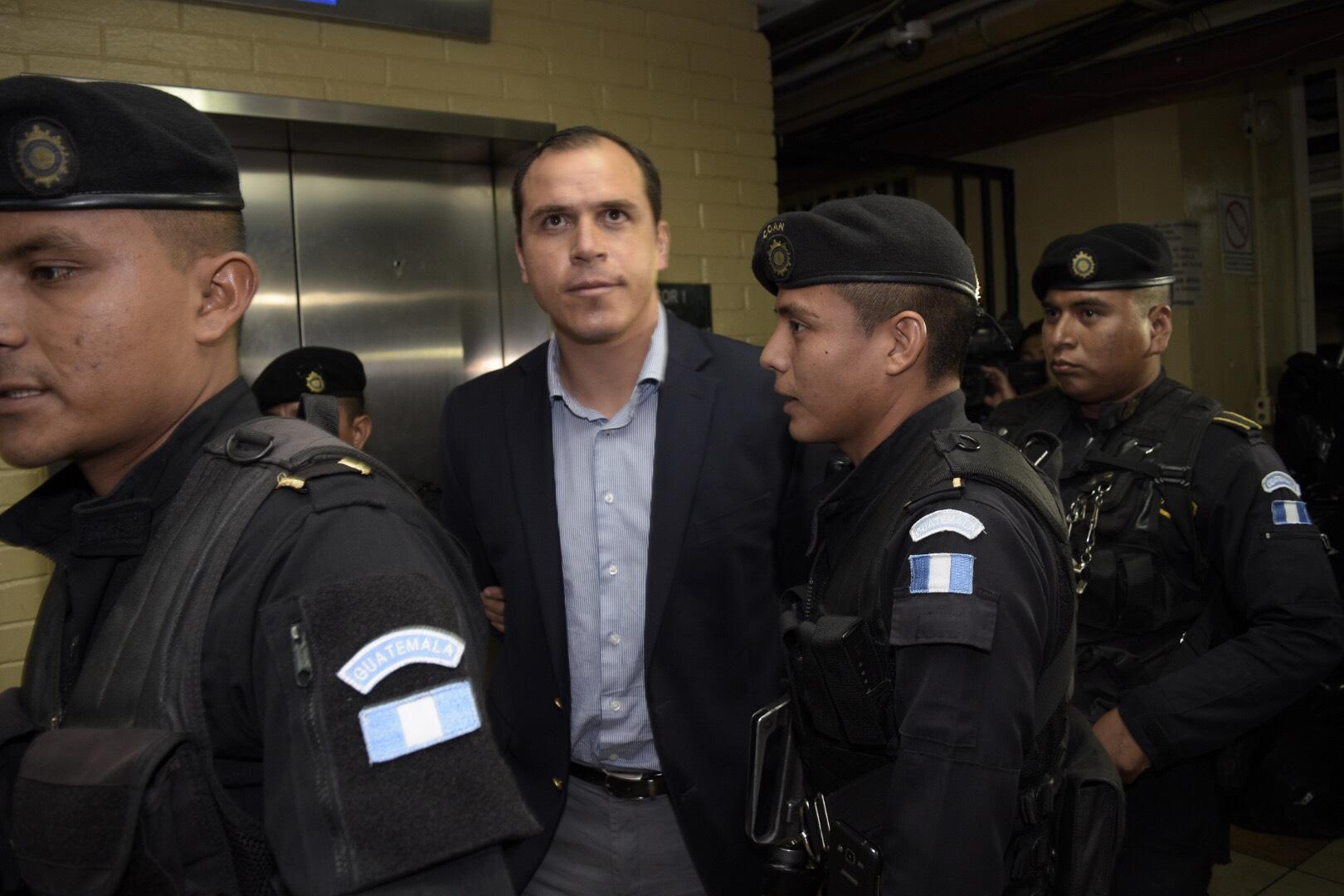 (((FOTOS))) Ex jugador Dwight Pezzarossi detenido por el Ministerio Público