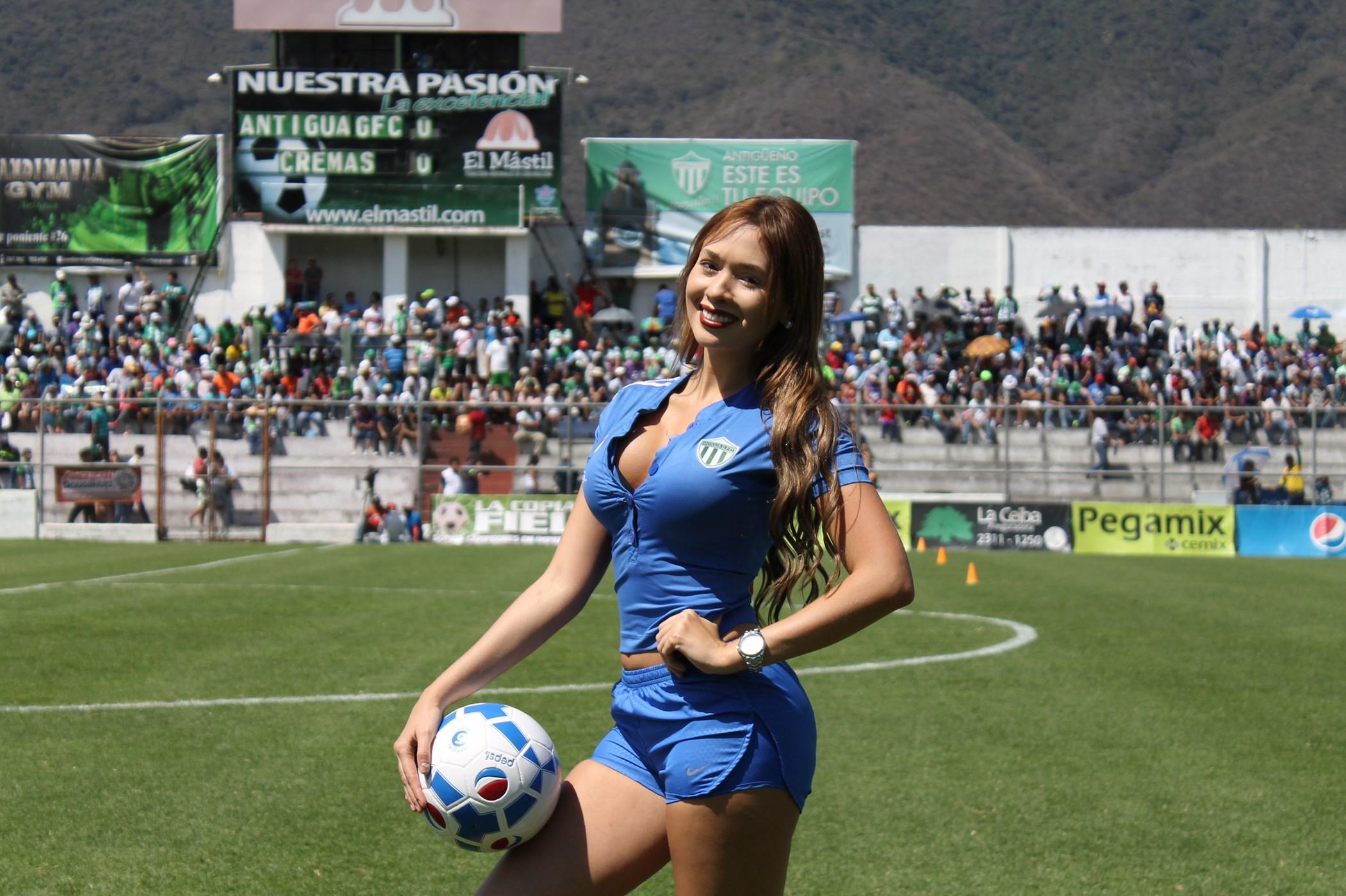 (((FOTOS))) Carlos Ruiz en números, Alejandra pone lo suyo