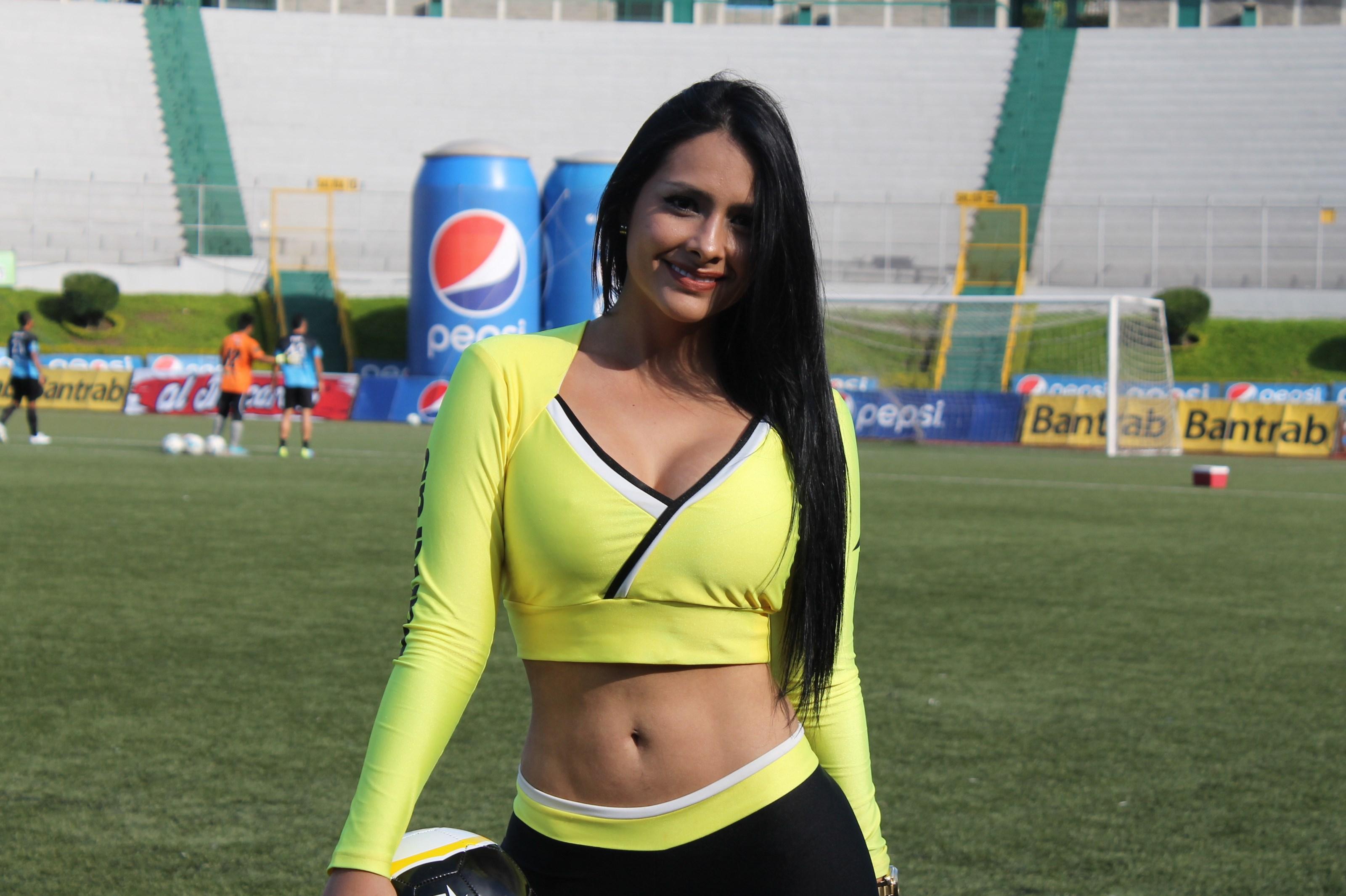 (((FOTOS))) Los árbitros de los juegos de VUELTA, presentados por Stefany