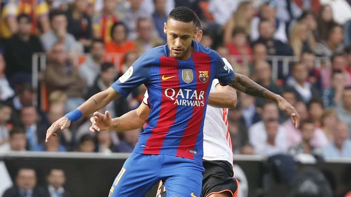Neymar alcanza los 100 partidos con mejores registros que Messi