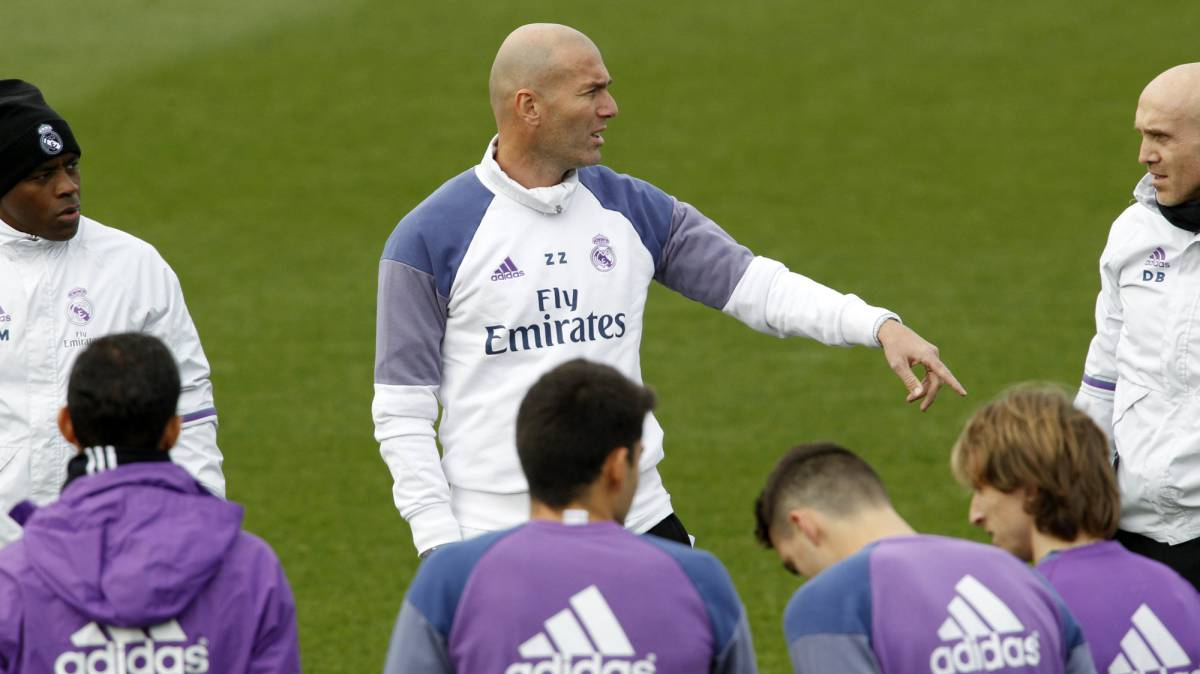 Zidane ha alineado a los 24 del primer equipo
