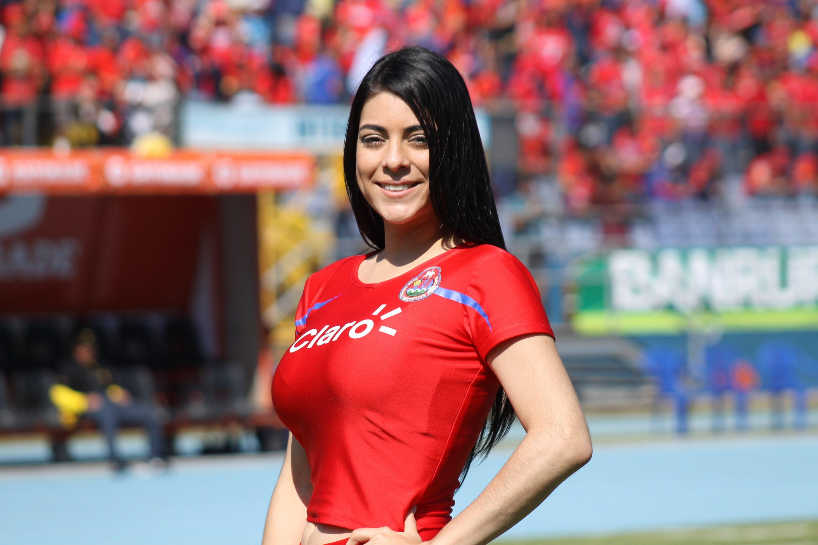 (((FOTOS))) Los fichajes de la Liga Nacional junto a Gabriela
