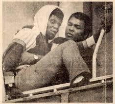 (((VIDEO))) El día que Muhammad Ali evitó el suicidio de un hombre